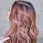 Ružové zlato vo vlasoch